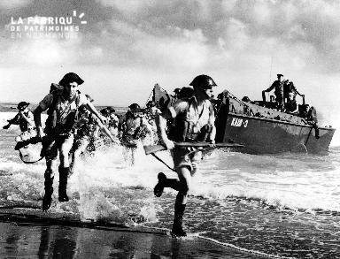 Soldats britanniques lors de répétition sur les côtes de l'Afrique du Nord