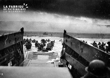 Arrivée de troupes américaines sur les plages du Débarquement