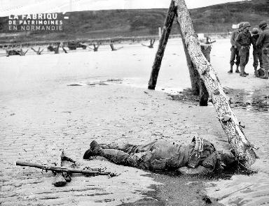 Cadavre d'un soldat américain sur la plage d'Omaha beach