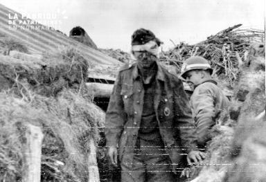 Soldat allemand prisonnier blessé