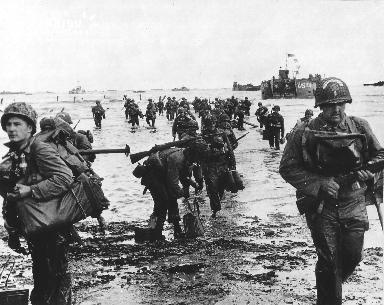 Troupes américaines débarquant à Omaha Beach