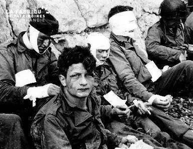 Groupe de soldats américains blessés à Omaha Beach