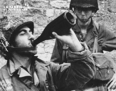 Bouteille de cidre et soldats américains