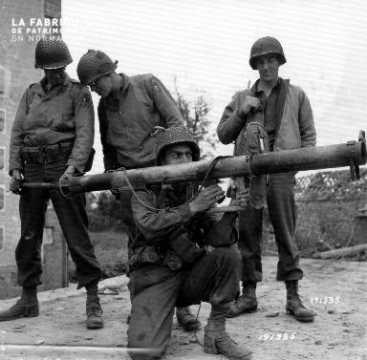 Quatre soldats américains en position
