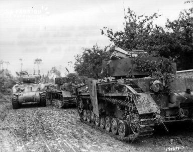 Chars d'assaut le 9 juillet 1944 à Saint Fromond