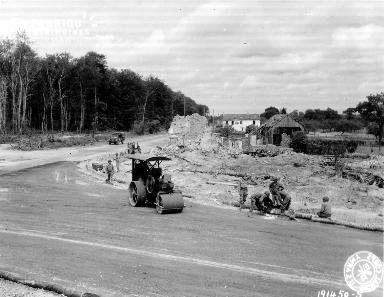 Travaux effectués par des soldats américains près de Balleroy