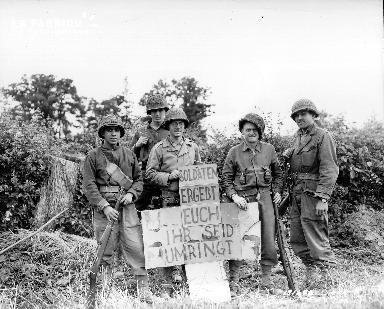 Soldats américains posant devant l'objectif