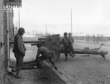 Pièce d'artillerie en position de tir à Saint Malo