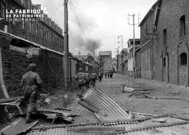 Progression d'un groupe de soldats américains à Saint-Malo