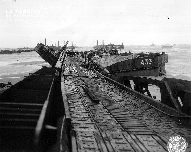 La tempête des 19-21 juin 1944 a détruit le port artificiel de Saint Laurent sur mer (secteur Omaha beach)