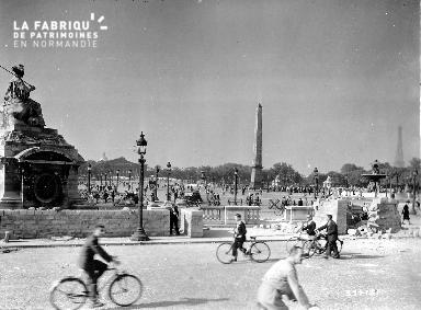 Retour à la vie après la Libération de Paris (place de la Concorde)