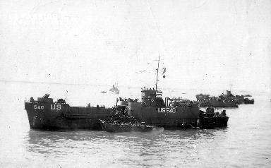 Le bâtiment LCI(L)-540 sur la Manche, à son bord des soldats américains.