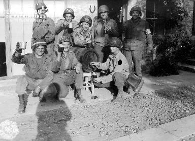Portrait de groupe autour d'un verre de cidre