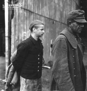 soldats et jeune marinier allemands prisonniers