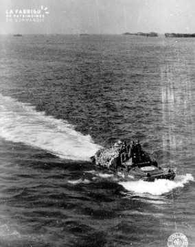 Soldats américains à bord d'un amphibie