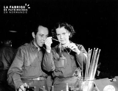 Portrait d'un capitaine et du Lieutenant Margaret Strong ANC