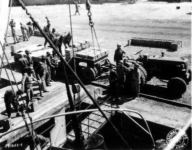 Déchargement de cargaison à Isigny-sur-Mer