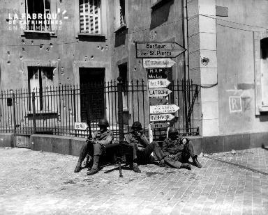 Trois soldats américains en poste