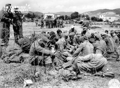Prisonniers allemands et italiens sur l'île d'Elbe (Italie).