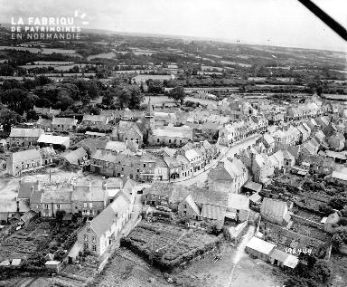 Vue aérienne du village Les Pieux