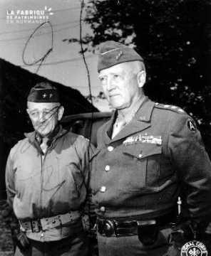Lieutenant-général Patton et le chef d'état major Gaffey