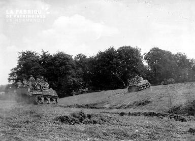 Chars de combat dans le bocage le 7 août 1944