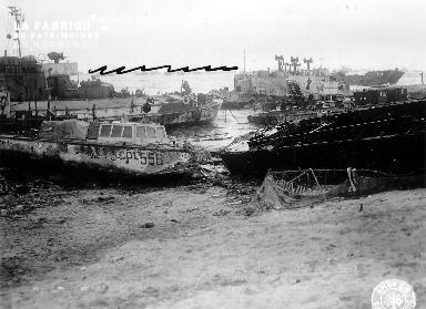 Secteur Omaha, épaves, bateaux échoués après les tempêtes des 19-21 juin 1944