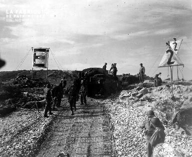 Secteur Omaha Beach, soldats américains en manœuvre.
