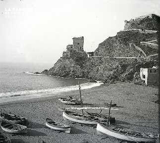 La plage aux barques D