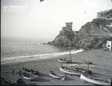 La plage aux barques G