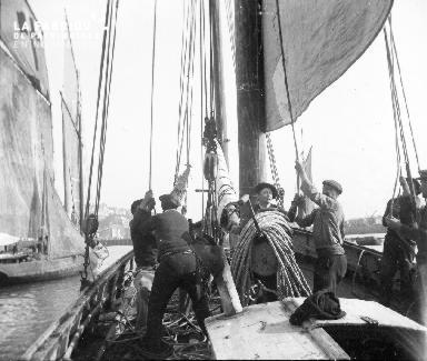 L'équipage à la manoeuvre