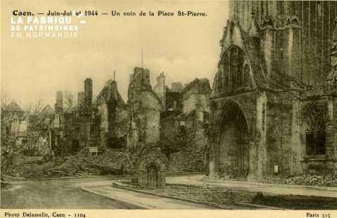 Caen- Juin,juillet - Un coin de la Place St-Pierre