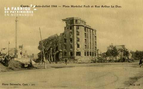 Caen Juin,Juillet 1944- Place Maréchal Foch et place Arthur le Duc
