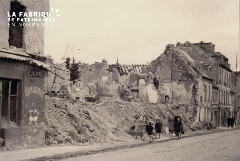 Caen detruit_1944