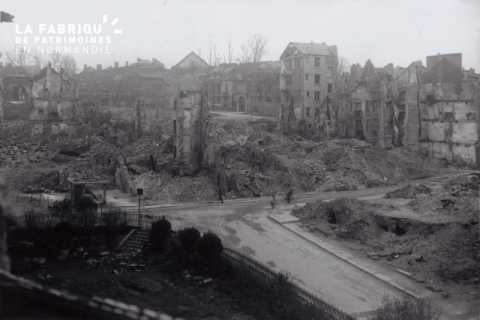 Caen detruit_1944_place du marche au bois