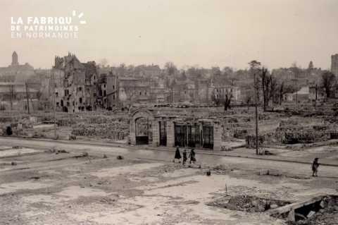 Caen detruit_1944_la rue St Jean et les restes de l'hotel d'Angleterre