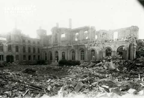 Caen detruit_1944_ruines de l'Hotel de Ville