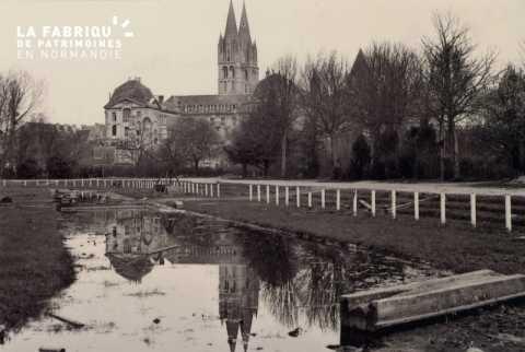 Caen détruit en 1944, le stade Hélitas après le départ des troupes anglaises