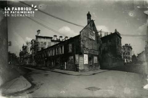 Caen detruit_1944_angle rue St Laurent et rue Auber