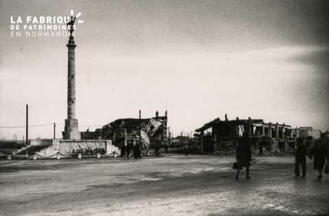Caen detruit_1944_Place Foch