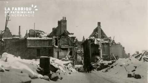 Caen detruit_1944_rue de Geole_le Temple protestant