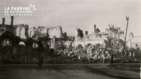 Caen detruit_1944_l'Hotel de Ville (facade)