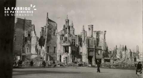 Caen detruit_1944_place St Pierre et l'Hotel d'Escoville
