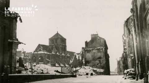 Caen detruit_1944_la rue Pasteur_l'abside de la vieille Eglise St Sauveur (Halle au Ble) et ce qui reste de la Faculte