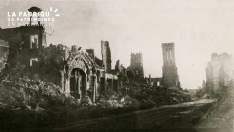 Caen detruit_1944_la rue St Jean_les restes de l'Hotel d'Angleterre et l'Eglise St Jean