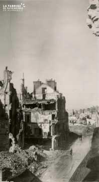 Caen detruit_1944_la rue St Jean_immeuble de la Depeche Havas et de la Brasserie La Coupole