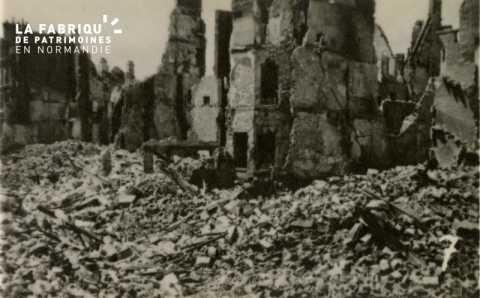 Caen detruit_1944_Place Courtonne