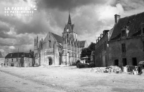 Eglise Notre-Dame-de-Guibray, place de la Reine Mathilde à Falaise