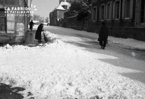 Scène de rue sous la neige