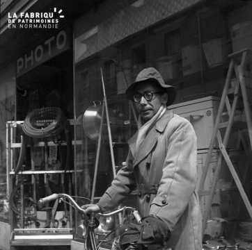 autoportrait au vélo de M. Hulot